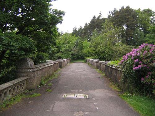 Un camino bucólico. No parece un puente
