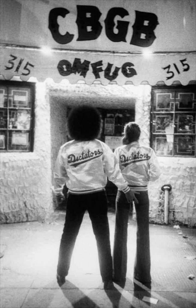 por_favor_matame_DickManitoba y novia puerta CBGB